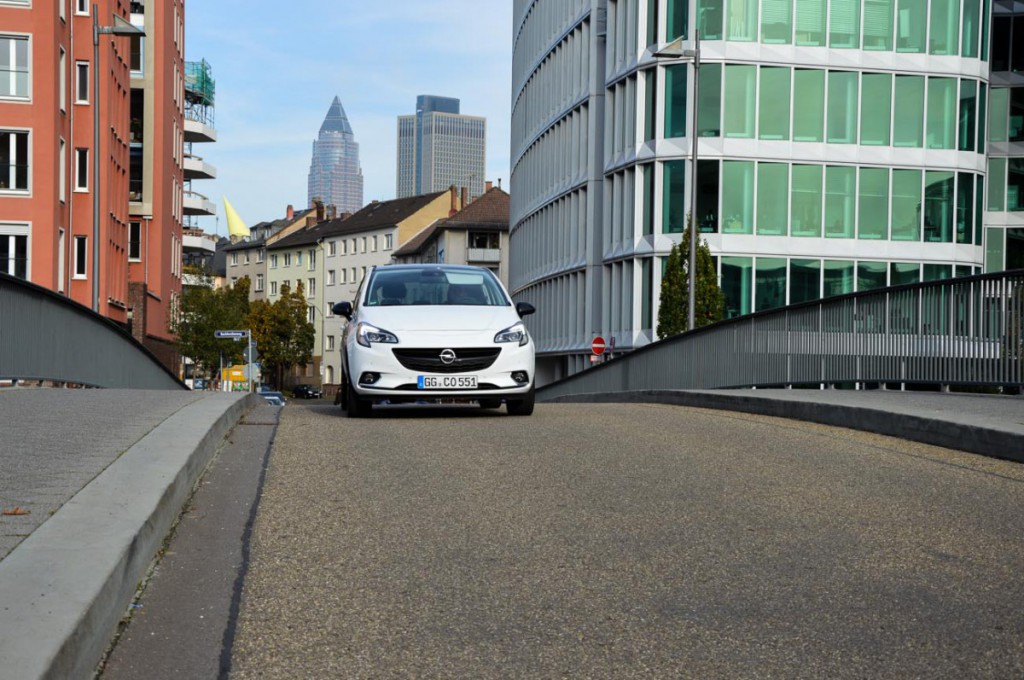 Opel Corsa E in der Stadt