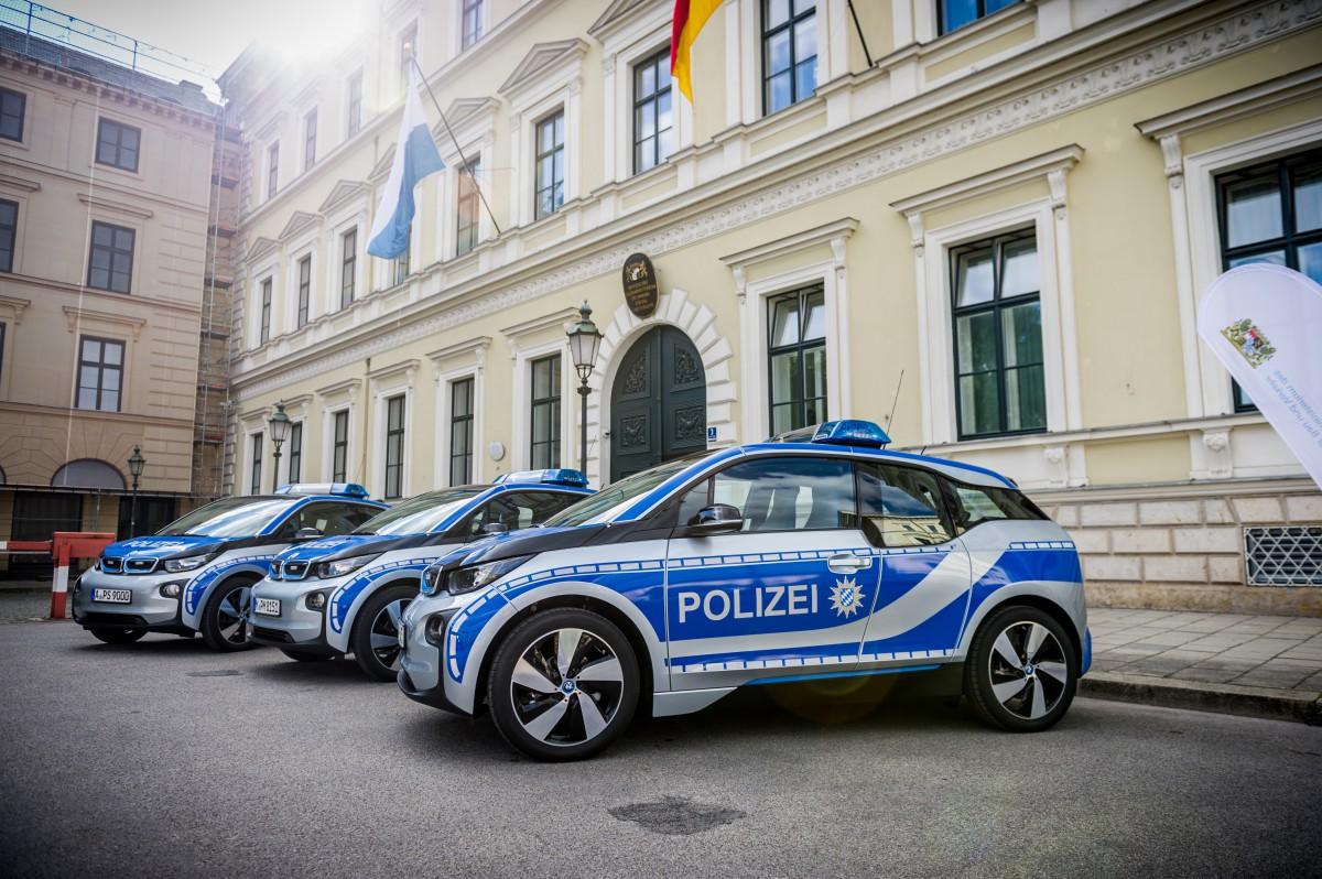 erste Elektrofahrzeuge der Polizei